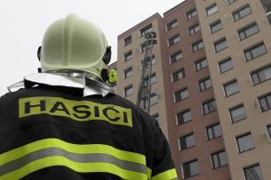 Série prověřovacích cvičení berounských hasičů. Zaměřeno na byty (VIDEO)