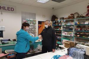 To potěší! Hasiči dostali stovky roušek od firmy Krasohled Liberec