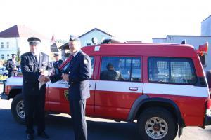 Dobrovolní hasiči z Nechvalic dostali darem zásahové vozidlo. Sloužilo už jinde