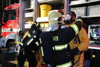 Únik nebezpečných látek řeší hasiči v Hamru na Jezeře