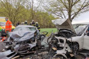 Po kolizi aut u Břehova zraněna matka a dvě děti. Jedno později zemřelo
