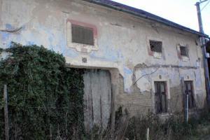 Překvápko v obci Zborovice. Starý dům se nečekaně částečně zhroutil a nejen to