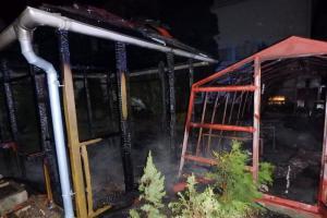 Pěstitel chránil úrodu před mrazem. Spálil pak skleník a pergolu
