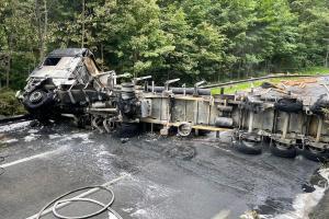Rozsáhlý požár kamionu zablokoval silnici za Horní Bečvou