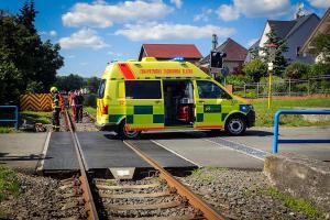 Železniční přejezd jako poslední chvíle života motorkáře. Zabil ho vlak