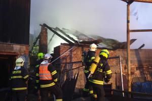 Hasiči před ohněm zachránili na Blanensku několik hospodářských zvířat