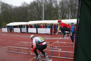 V dešti začal v Ostravě dvoudenní akademický šampionát v požárním sportu