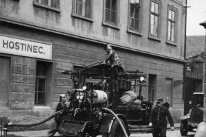 V březnu byl v Praze založen první profesionální sbor v Čechách