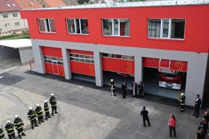 Profesionálním hasičů v Táboře slouží nové výjezdové garáže