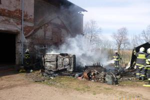 V Martínkovicích hořely v kůlně autovraky, na vině je nedbalost