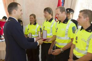 Ocenění pro pražské policisty, hasiče a městské strážníky.  Po zásluze za zásluhy