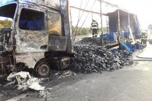 Požár kamionu na dálnici D11 silně ochromil dopravu do Prahy