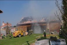 Požár stodoly na Opavsku. Sedm býčků uhořelo, další skončili na jatkách