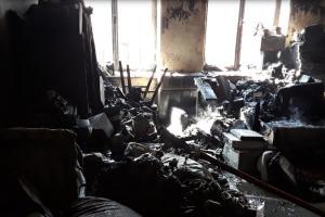 Hasiči oživovali osobu po požáru bytu, některé byly vytopeny