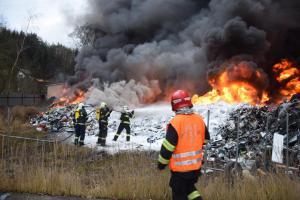 Požár v sedlčanském kovošrotu likvidovalo deset jednotek
