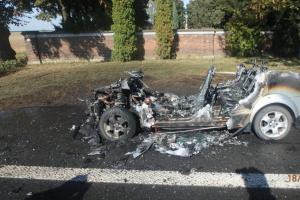 To řidiče asi opravdu zamrzelo. Kvůli technické závadě Audi kompletně shořelo
