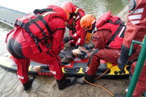 Hasičští zdravotníci v Nových Mlýnech cvičili s vodními záchranáři