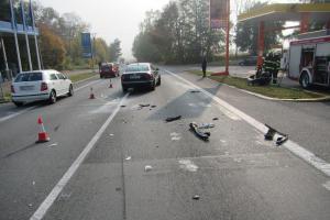 Srážka dvou osobáků na silnici E50. Zraněna jedna žena, další dvě v šoku