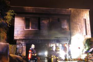 Hasiči přemohli požár dvou garáží v domku v Hlučíně, zachránili tím horní byt