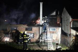V Turnově hořel sice jen přístřešek, ale škoda zase tak malá nebyla