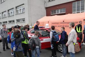 Školáci si vyšli za oblíbenou atrakcí. K hasičům na Den požární bezpečnosti
