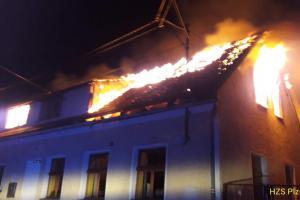 V Hlavňovicích na Plzeňsku hořel rodinný dům. Nebyl to hezký pohled