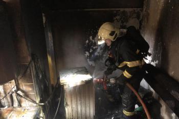 Nedbalost psího páníčka: Z hořící kotelny museli hafíka zachránit hasiči