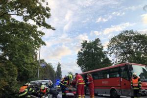 Tři zraněné osoby po srážce autobusu s Fordem v Hlučíně na Opavsku