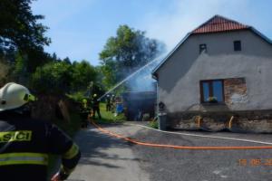 Miliónová škoda z požáru ve Vlachově Březí. Hořel rodinný dům