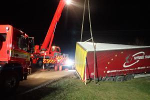 Akce Bulhar v maléru. Hasiči u Třince vyprošťovali zahraniční kamion