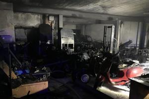 Hořela dílna a prodejna motocyklů, oheň napáchal škodu za miliony (VIDEO)
