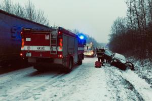 Dopravní nehoda osobního auta v Teplicích - Třešňovce