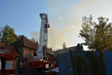 Požár rozsáhlého objektu v Mělníku hasilo osmnáct jednotek