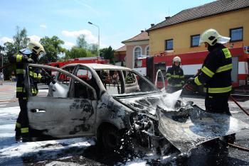 Jízda byla příliš horká. Renault ve Skřipově začal hořet za jízdy (VIDEO)