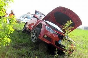 Nehoda dvou vozů zkomplikovala dopravu na hlavním tahu u Veletin