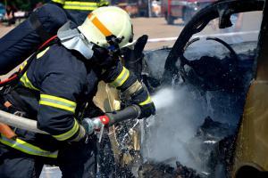 Extra: Zátěžový test budoucích hasičů. Namachrovanci nemají šanci (VIDEO)