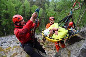 Výcvik lezců na Jindřichově skále prověřoval schopnosti záchranářů
