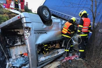 Střet dodávky s kamionem na Třinecku má tragické následky. Čtyři mrtví