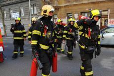 Hasiči s chemiky zasahovali u požáru sodíku v pražské základní škole