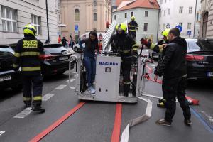 Někdo se možná radoval, někdo ne. Cvičný požár Nové radnice v Praze (VIDEO)