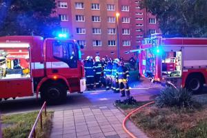 Požár bytu v Hodoníně, hasiči do něj musel násilně vniknout