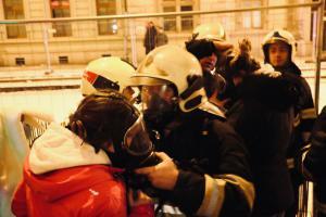 Při požáru v bytovém komplexu hasiči zachránili čtrnáct osob (VIDEO)