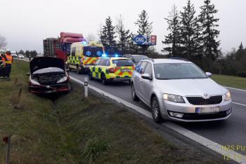 Dopravní nehoda tří vozidel u Losiné na Plzeňsku, jedna osoba zraněna