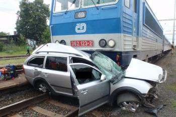 Tragédie na Zlínsku: Střet s vlakem řidič osobního vozidla nepřežil