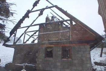 Špatná zpráva pro majitele chalupy v Javorníku. Lehla mu popelem