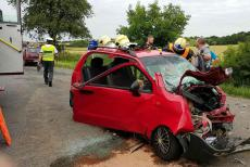 Řidič náklaďáku od nehody ujel, na místě nechal dvě těžce zraněné osoby