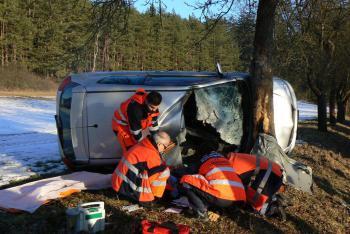 Jihočeši a Plzeňáci spolupracovali u nehody osobního automobilu