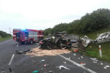 Tragédie u Slaného: Při nehodě na obchvatu zemřel řidič cisterny