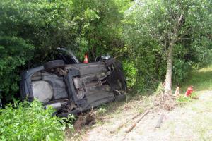 U nehody osobního vozu a karavanu zasahovali hasiči z Otrokovic