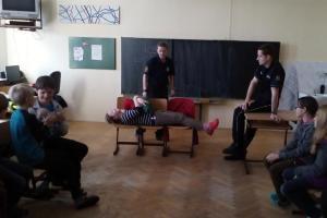 Školáci se ve Zbraslavicích radovali. Odpadlo jim vyučování, vítali hasiče